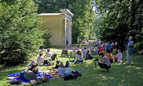 Musik am Sonntag am Blumengartenhaus im Luisium. Foto: Heinz Fräßdorf.
