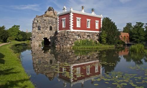 Insel Stein im Wörlitzer Park mit Villa Hamilton. Foto: Heinz Fräßdorf.