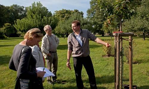 Gartenführung. Foto: Heinz Fräßdorf